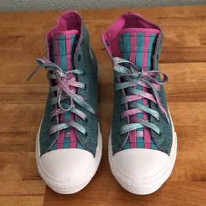 New Converse Never used SUPER COOL very Beautiful